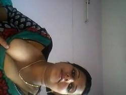 [Image: Cute_bhabhi_showing_s.jpg]