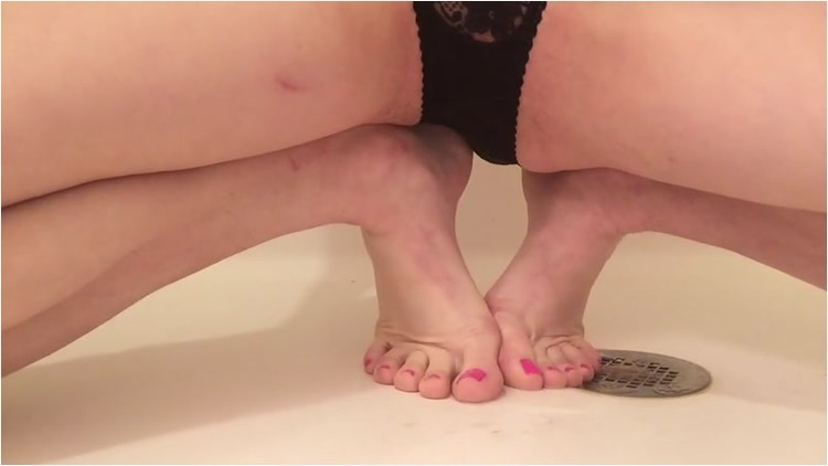 Pissing_-_On_Toes_Through_Lace_Panties._2_.001_l.jpg
