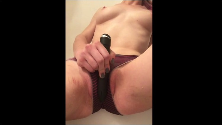 Pissing_-_panty_pee_and_pee_shower_masturbation._4_.001_l.jpg