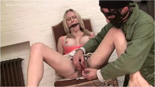 Pissing_-_Playing_with_female_urethra._3_.001.jpg