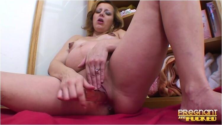 [Image: Pregnant-_loves_her_toy_069204aba7._1_.001_l.jpg]