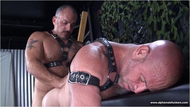 [Image: Gay_-_17_h177_jayricci_luiscasola._2_.001_l.jpg]