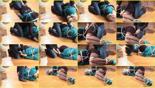 Girls-bondage_e322_thumb_m.jpg