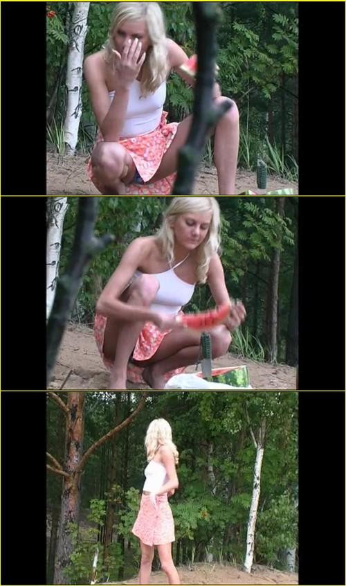 Pee-girl_f262_cover_m.jpg