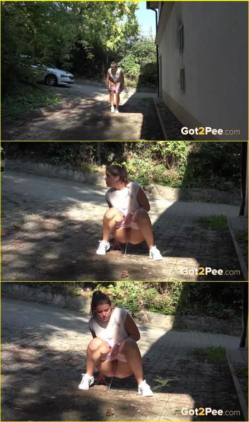 Pee-girl_f263_cover_m.jpg