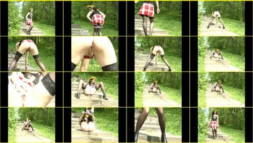 Pee-girl_f265_thumb_m.jpg