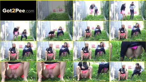 Pee-girl_f266_thumb_m.jpg