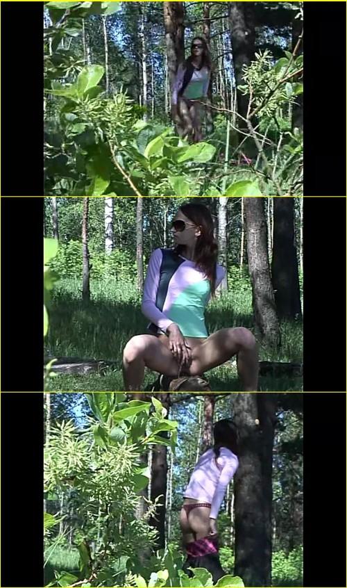 Pee-girl_f271_cover_m.jpg