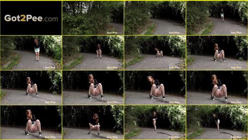 Pee-girl_f278_thumb_m.jpg