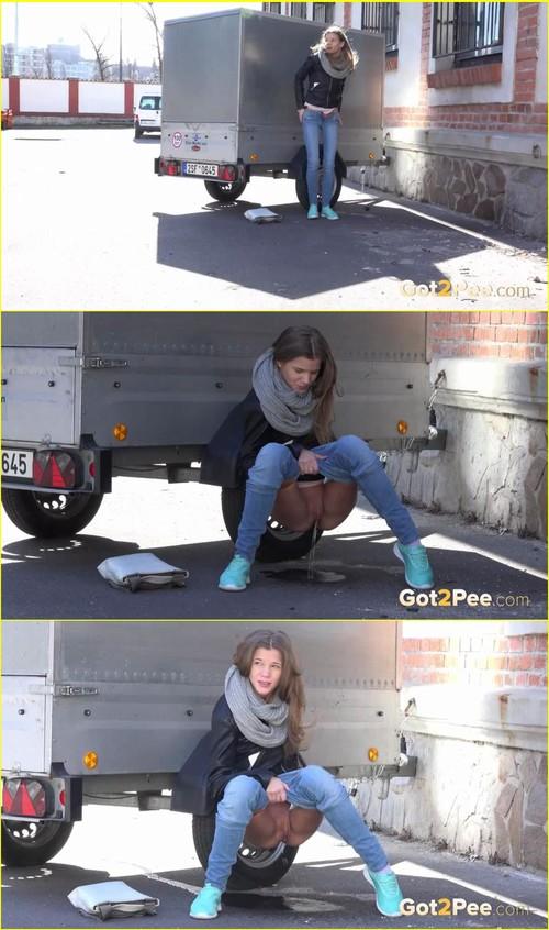 Pee-girl_f283_cover_m.jpg