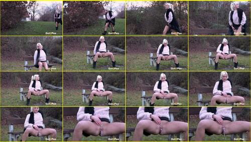Pee-girl_f284_thumb_m.jpg