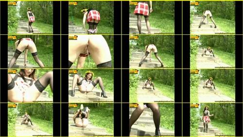 Candid-Girls-outdoor_f270_thumb_m.jpg