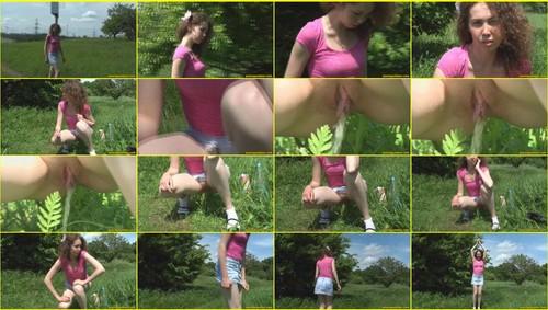 Candid-Girls-outdoor_f348_thumb_m.jpg