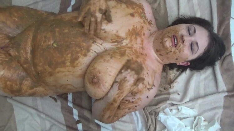 SuzanDirty - puke on her face