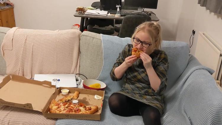 "PooGirlSofia - Pizza ""Dine & Dump"""